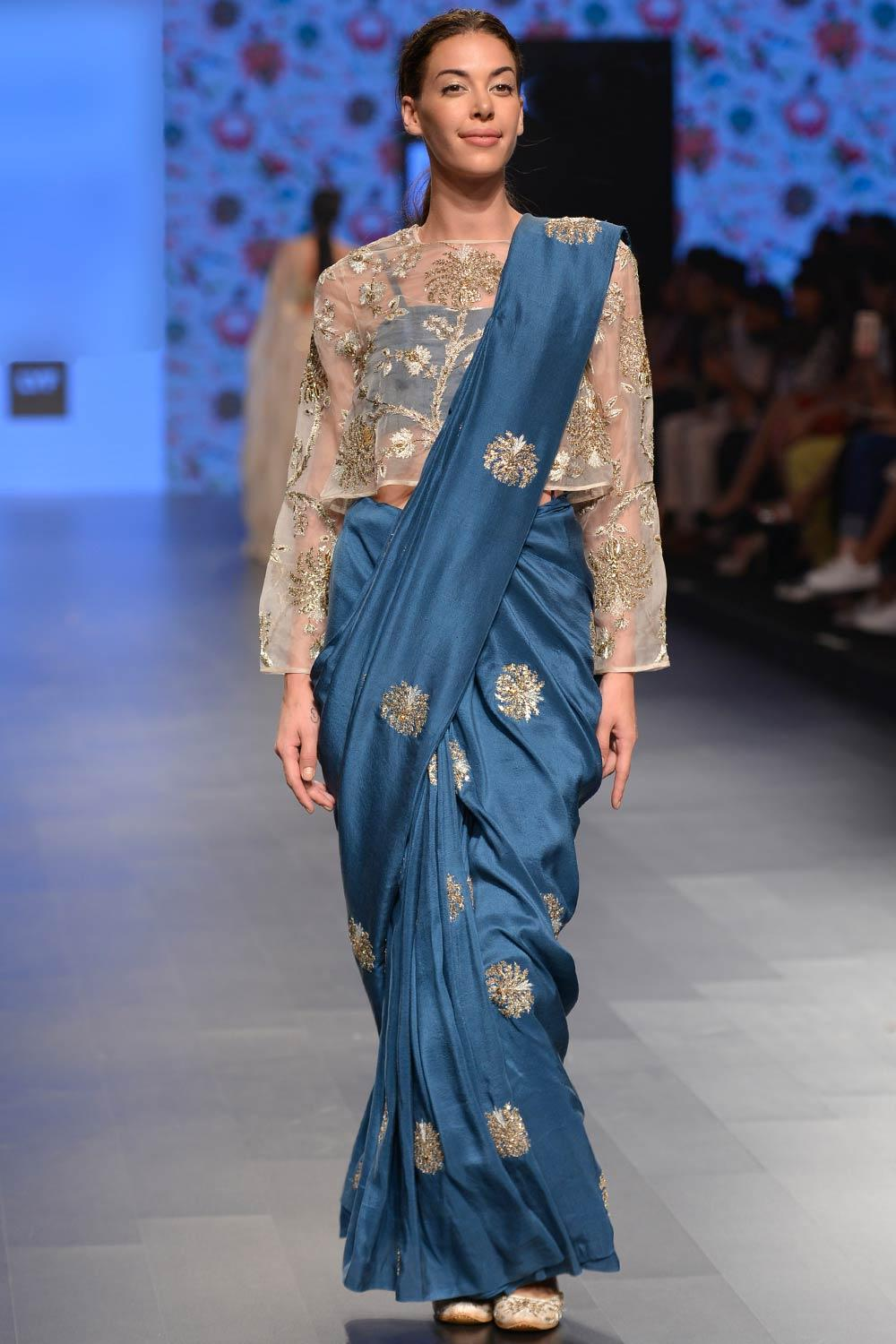 PAS050416W389 1 - How To Wear Saree With Crop Tops Like a Pro! Top Tips To Follow