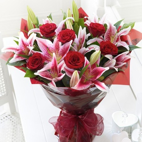 12 Red Rose And Red Lilies Bunch