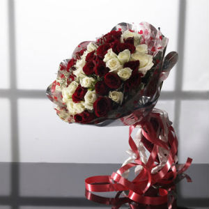Hand Bouquet of Red n White Roses