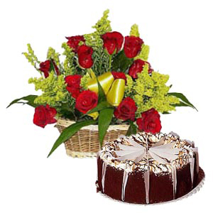 Roses with 1/2Kg Eggless Chocolate Cake